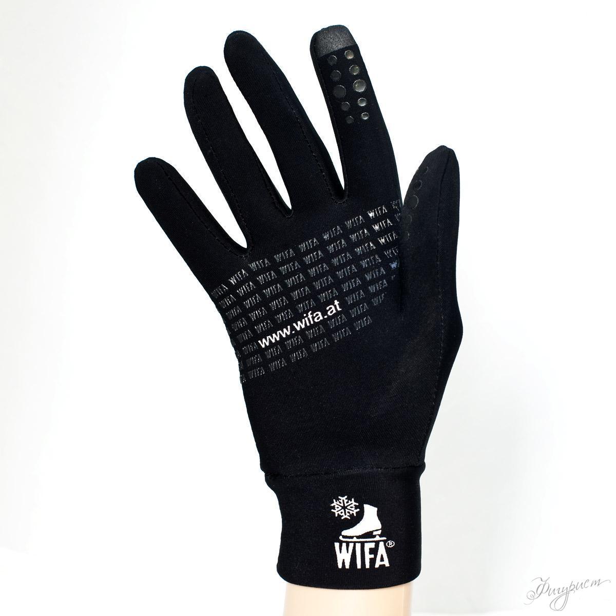 почему фигуристы в перчатках